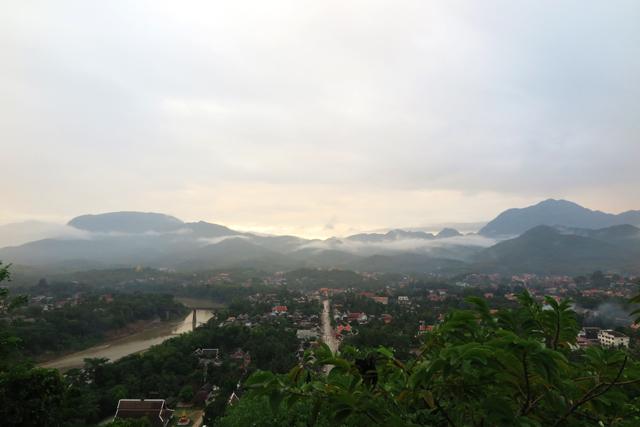 koriander-y-manta_LuangPrabang_PhouSi