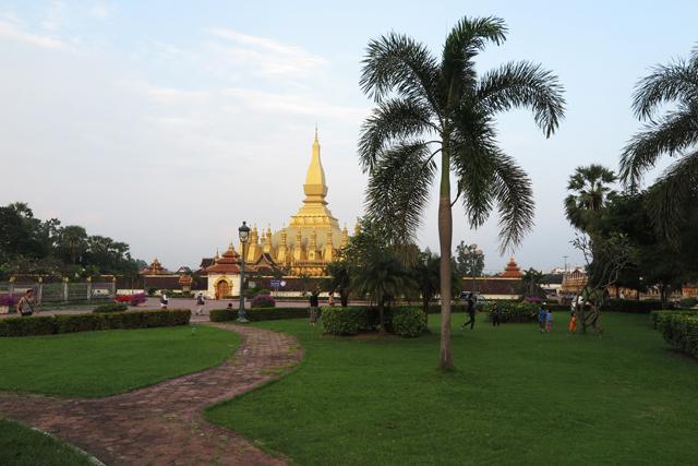 koriander-y-manta_Vientiane_StupaPhaThatLuang