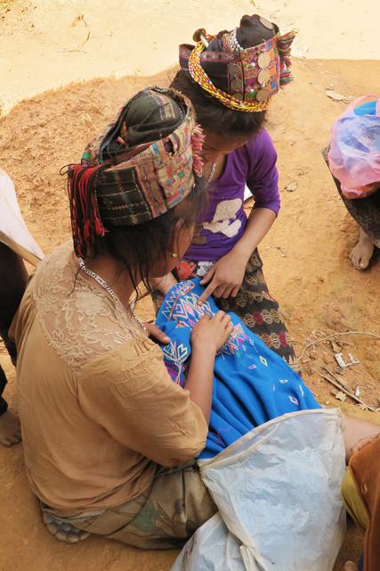 Handarbeit, Akha-Stamm