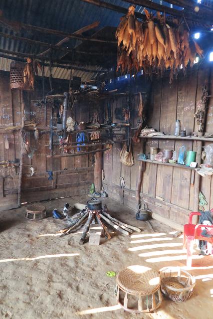 Feuerstelle in Hütte, Nordlaos