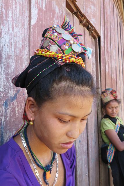 Traditioneller Kopfschmuck der ethnische Minderheit Akha, Laos