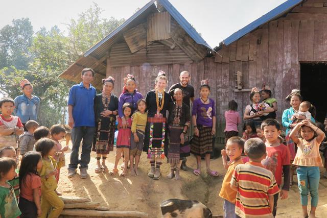 Tracht der ethnische Minderheit Akha, Laos