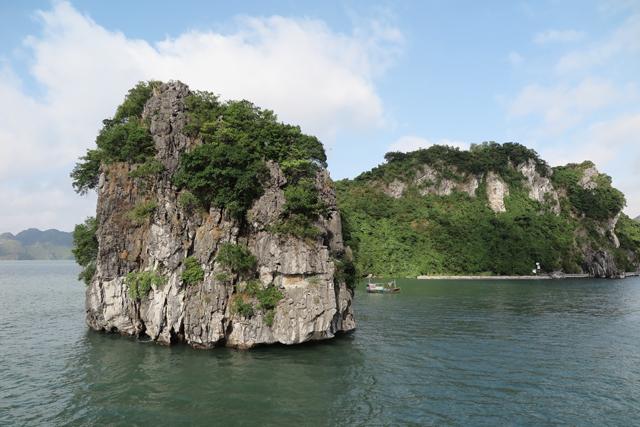 Kalksteinfels in der Halong Bucht