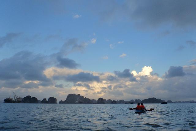 Kajakfahren in der Halong Bucht