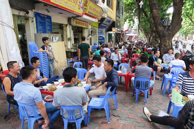 Vida en las calles de Hanoi