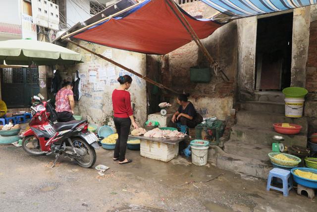 Vendedora en las calles de Hanoi