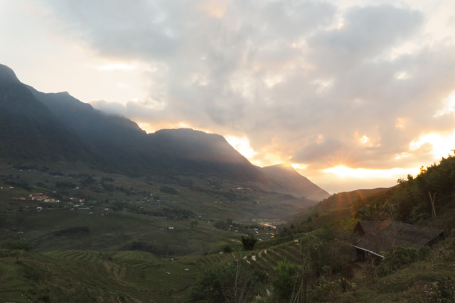 El amanecer en el valle, Sapa