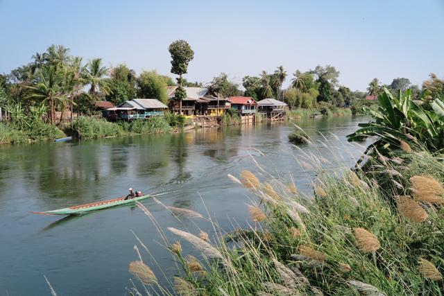 Cerca del French Bridge entre las islas Don Det y Don Khong en el río Mekong. Si Phan Don, Laos.