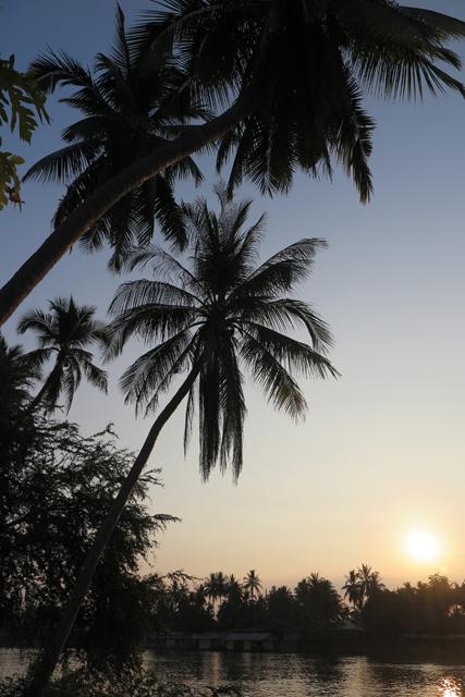 Amanecer desde la isla Don Det. Si Phan Don, Laos.