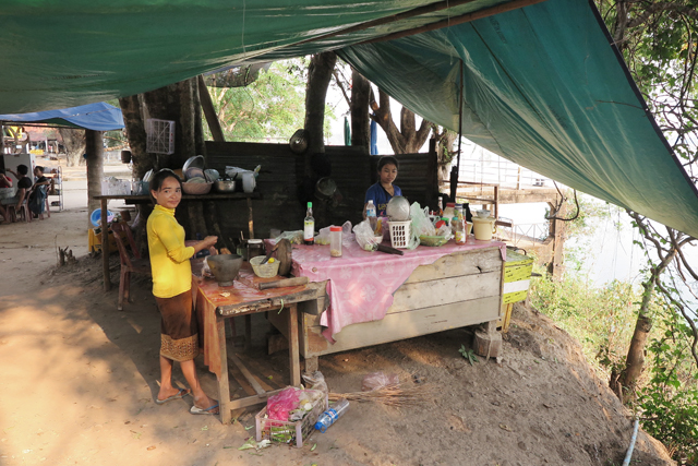 Cocina del restaurante en el viewpoint al sur de Don Khong. Si Phan Don, Laos.