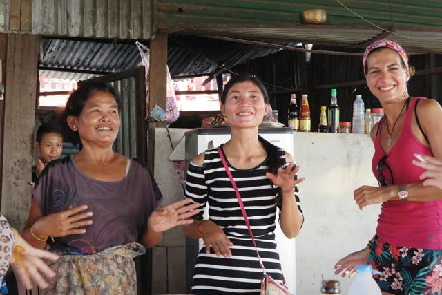 Restaurante antes de entrar al recinto turístico Li Phi Falls. Si Phan Don. Laos.