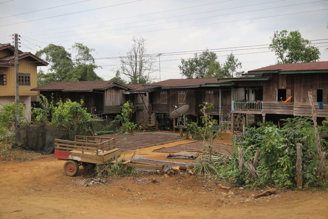 Häuser in der Nähe von Paksong. Bolaven Plateau, Laos.