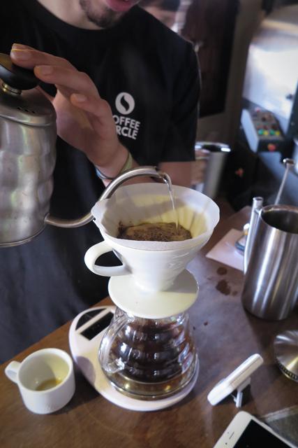 Kaffeeverkostung bei Jhai Coffee in Paksong, Laos.