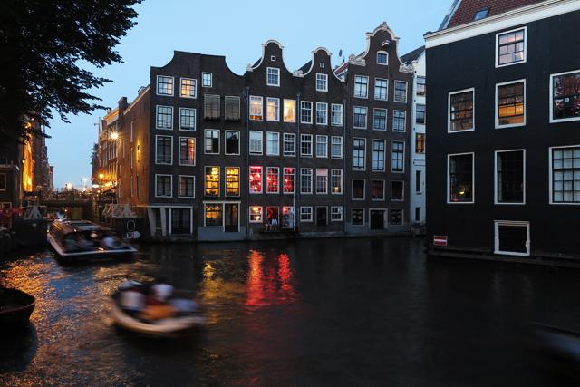 koriander-y-manta_amsterdam_atnight